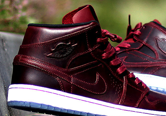 Air Jordan 1 Mid Nouveau: Team Red