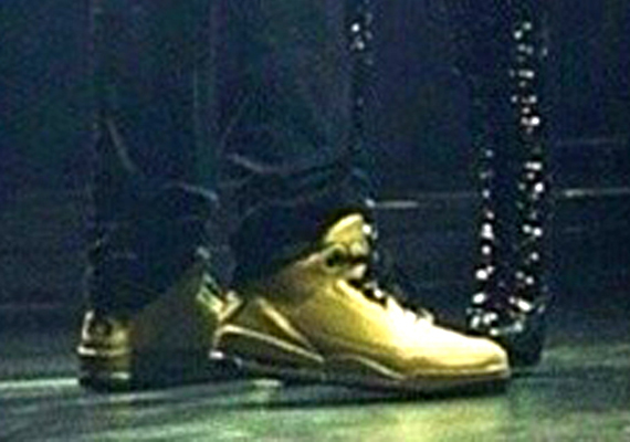 Drake Showcases Air Jordan 3 OVO PE