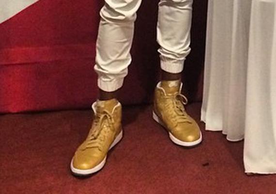 Russell Westbrook Showcases Air Jordan 1 Retro High OG Metallic Gold PE