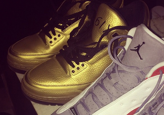Drake Showcases His Air Jordan 3 Gold PE