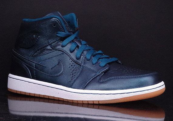 Air Jordan 1 Mid Nouveau: Space Blue