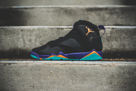 """Air Jordan 7 GS """"Lola Bunny"""" is back to keep the Hare Jordan retro tour  rolling in 2015. She first popped up on the Air Jordan 1 GS on April 4 in  ... 42c7f0db9"""