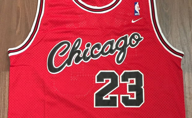 michael-jordan-chicago-bulls-rookie-jersey-01