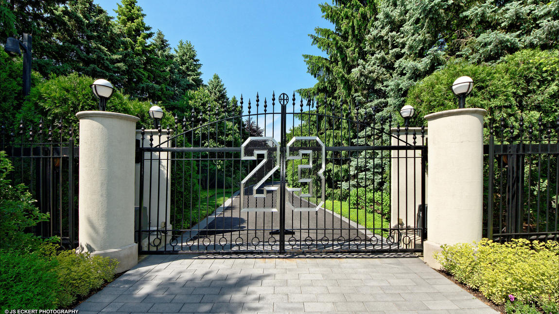 Michael Jordan 39 S Relisted Mansion Price Adds Up To 23