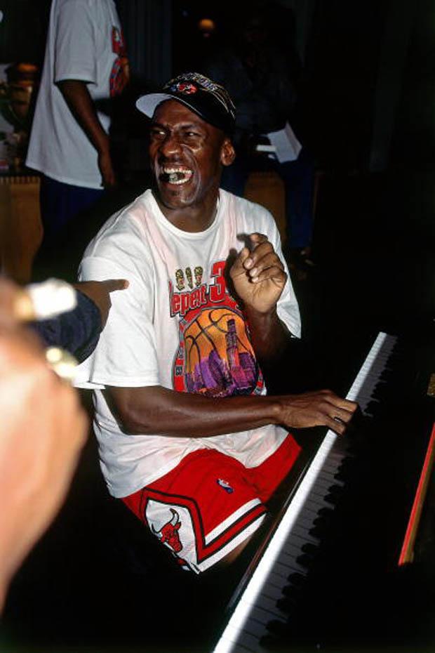 """Michael Jordan Hit The """"Last Shot"""" 17 Years Ago Today - Air Jordans, Release Dates & More ..."""