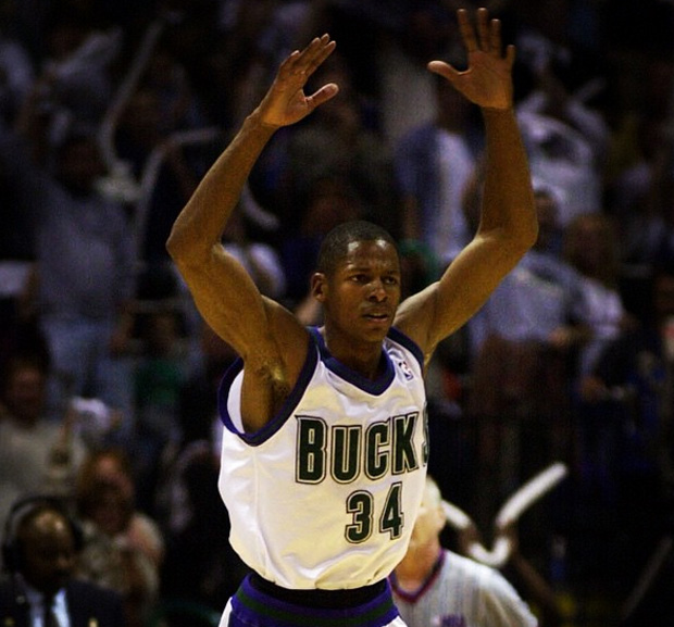 ray-allen-air-jordan-xvi-2001-bucks-sixers-3