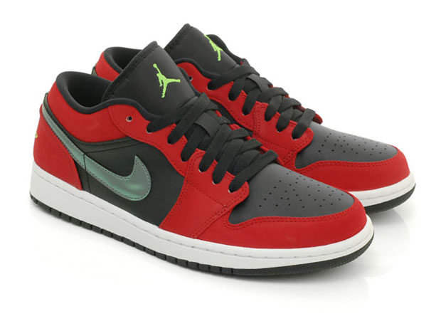 pretty sure theres a trend going here with the air jordan 1 low. you see it in the bordeaux black in