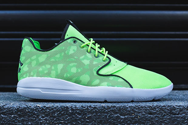 "Jordan Eclipse Takes ""Seahawks"" Green To Extreme"