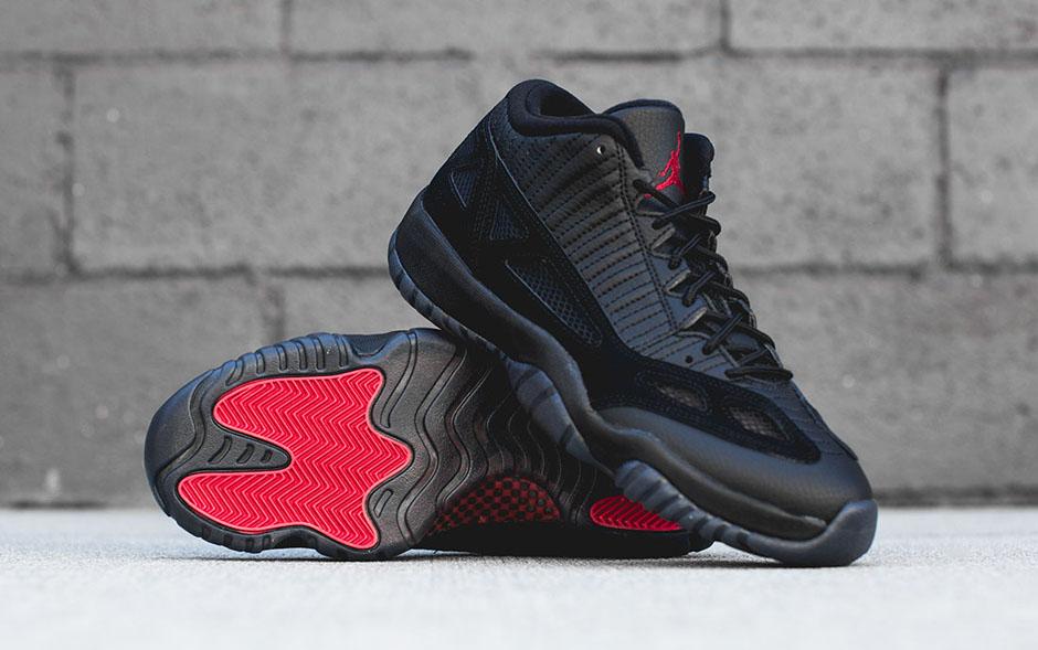 Air Jordan 11 Arbitre Basse Ie Noir Vrai Rouge 7 2015 nouvelle vente édition limitée Footaction dernier GknOEw4