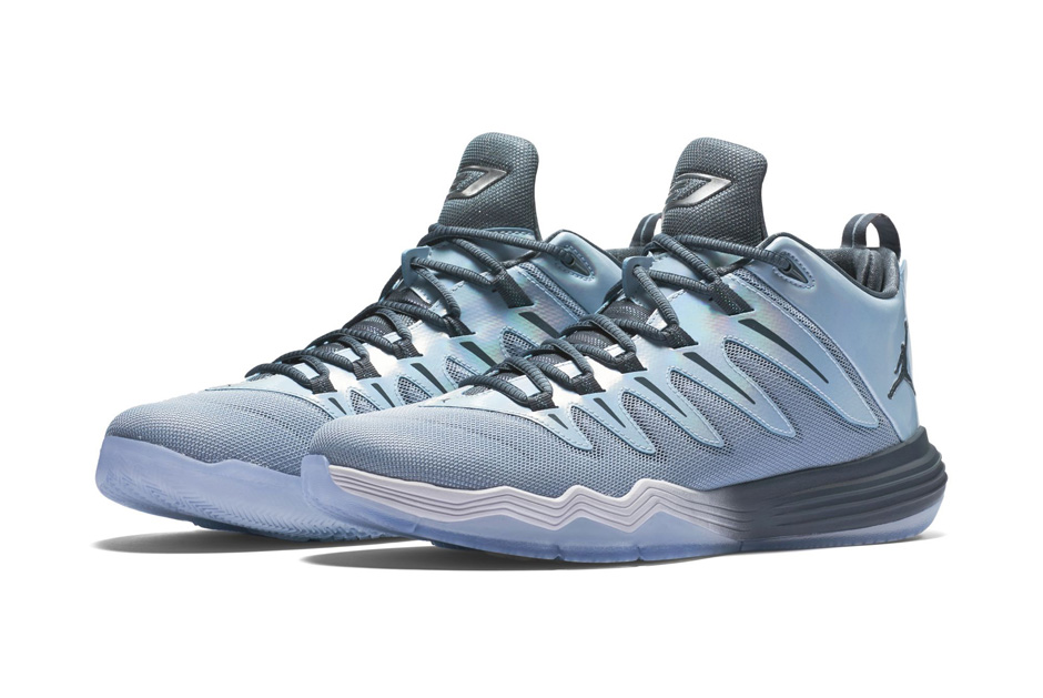 b6b6c799a8d549 Chris Paul s Jordan CP3.IX signature shoe is ready for the holidays in full  Christmas style. This year s theme takes on a wintry blue grey