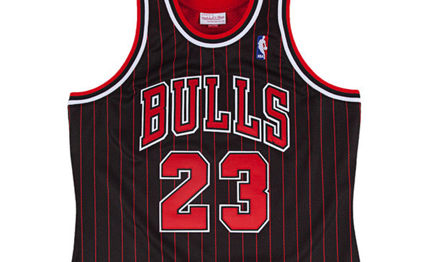 qraazb Michael Jordan\'s 1996 Bulls Pinstripe Jersey Pops Up Again - Air