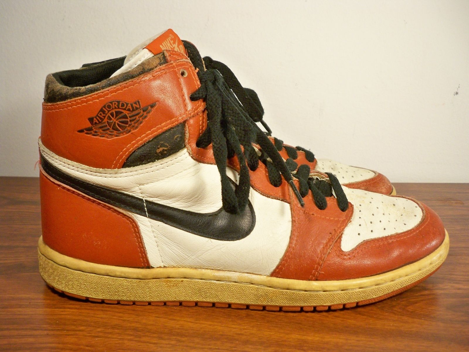 "Vintage Gear: Air Jordan 1 ""Chicago"" From 1985"