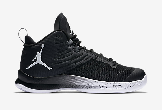 5c556700d916 If your team wants flagship sneaker performance without the flagship price  point