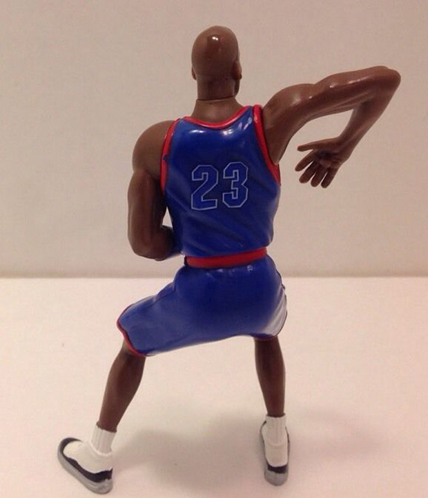 michael-jordan-space-jam-figurine-2