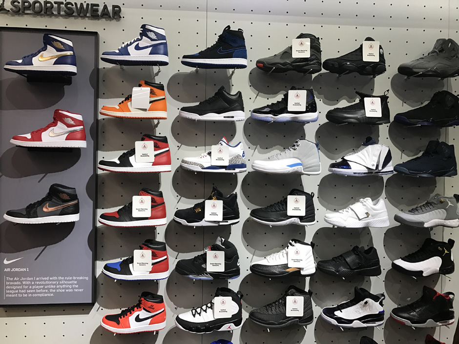 Schön Foot Locker Times Square Is Just Hours Away From Its Grand Opening, And We  Have An Advance Look At The Air Jordan Sneaker Feast That Will Be Available  For ...